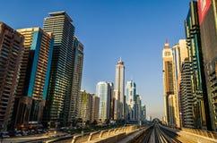 Метро Дубай на шейхе Zayed Стоковое Фото