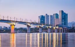 Метро и мост на Hanriver в Сеуле Стоковые Фото