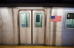 Метро Нью-Йорка на станции Стоковая Фотография