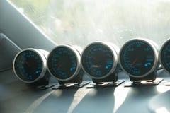 Метр гонок установленный на консоль автомобиля Стоковые Фотографии RF