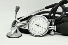 Метр и стетоскоп кровяного давления стоковые фотографии rf