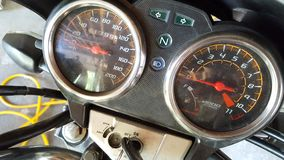 Метр скорости мотора, калькулятор скорости и расстояние путешествовали на корабле стоковая фотография rf