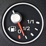 метр топлива автомобиля близкий вверх Стоковая Фотография RF