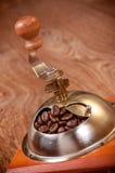 Механизм настройки радиопеленгатора и кофейные зерна Стоковые Изображения RF