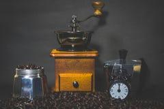Механизм настройки радиопеленгатора, кофейные зерна бака кофе Стоковые Фото