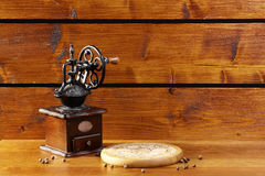 Механизм настройки радиопеленгатора на деревянной предпосылке Стоковое Изображение