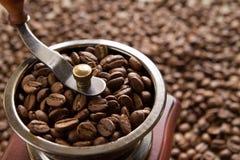 Механизм настройки радиопеленгатора на кофейных зернах предпосылки Стоковые Изображения