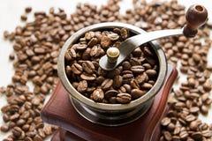 Механизм настройки радиопеленгатора на кофейных зернах предпосылки Стоковые Фото