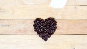 Механизм прерывного действия кофейного зерна как биение сердца сток-видео