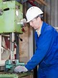 Механик работает на машине Стоковые Фотографии RF