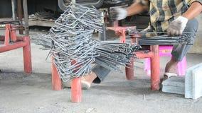 Механическая обработка изогнула или гнуть сталь делает поляков стремен акции видеоматериалы
