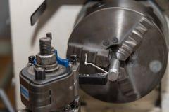 Механическая обработка с токарным станком - технология производства стоковое изображение