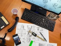 Механически проект на столе офиса стоковые изображения