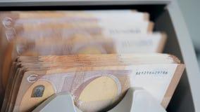 Механическое вычисление банкнот евро сток-видео