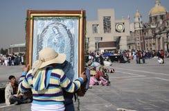 Мехико, Мексика 12-ое декабря 2017: Паломники празднуют праздненства на базилике Guadalupe Стоковое Изображение RF