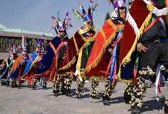 Мехико, Мексика 12-ое декабря 2017: Паломники празднуют праздненства на базилике Guadalupe Стоковое Изображение