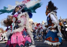 Мехико, Мексика 12-ое декабря 2017: Паломники празднуют праздненства на базилике Guadalupe Стоковое фото RF