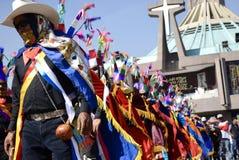 Мехико, Мексика 12-ое декабря 2017: Паломники празднуют праздненства на базилике Guadalupe Стоковые Изображения RF