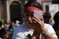 Мехико, Мексика 12-ое декабря 2017: Паломники празднуют праздненства на базилике Guadalupe Стоковая Фотография RF