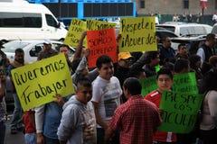 Мехико, Мексика - 24-ое ноября 2015: Политический протест в квадрате Zocalo, Мехико Стоковые Изображения RF