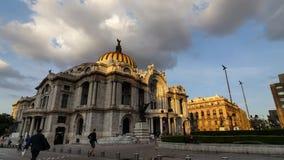 МЕХИКО, МЕКСИКА - 13-ОЕ ОКТЯБРЯ 2015: Bellas Artes в мягком timelapse света вечера сток-видео