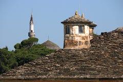 Мечеть и старая каменная крыша Янина стоковые фотографии rf