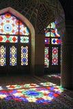 Мечеть мечети Nasir-ol-Molk персиянки или розовой мечети традиционная в Ширазе Иране на фасаде стекла района Gowad-e-арабана Стоковое фото RF