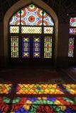 Мечеть мечети Nasir-ol-Molk персиянки или розовой мечети традиционная в Ширазе Иране на фасаде стекла района Gowad-e-арабана Стоковые Изображения RF