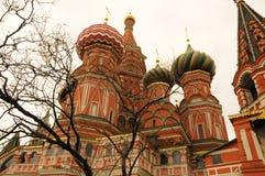 Мечеть на красной площади в ясном утре Стоковые Изображения