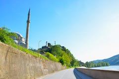 Мечеть Jusuf - Pasina и старый турецкий форт Стоковая Фотография
