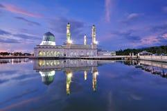 Мечеть Kota Kinabalu плавая, известный ориентир ориентир Стоковое Изображение RF