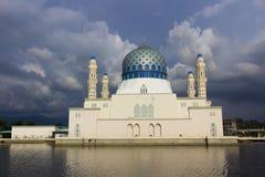 Мечеть Likas с пасмурной погодой Стоковые Изображения