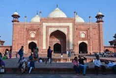 Мечеть Masjid около Тадж-Махала Агры, Индии Стоковое Изображение RF