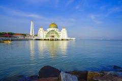 Мечеть Masjid Selat Melaka проливов Малаккы, это lo мечети стоковая фотография rf