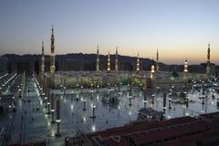 Мечеть Nabawi в Medina на времени сумрака стоковые фотографии rf