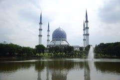 Мечеть a Salahuddin Abdul Aziz Shah султана K мечеть Shah Alam стоковое фото rf