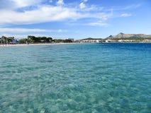 Мечтательная вода и пляж Стоковое Изображение