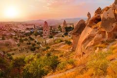Мечтательный заход солнца в красивой скалистой долине Стоковое Фото