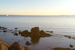 Мечтательный заход солнца морем Стоковое Изображение RF