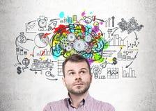 Мечтательный молодой startup основатель, cogs мозга Стоковое фото RF