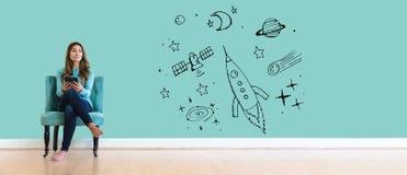 Мечта космоса и ракеты с молодой женщиной стоковая фотография
