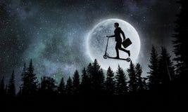 Мечта ночи бизнесмена Мультимедиа стоковое фото
