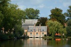 Мечт дом озером Популярный туристский городок Брюгге в Бельгии Стоковые Фото