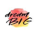 Мечт литерность нарисованная сильной рукой на выплеске акварели в красных и желтых цветах стоковая фотография rf