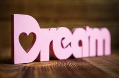 Мечт письма на деревянной предпосылке Стоковое Изображение