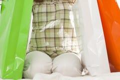 мешки держа женщину покупкы сидя Стоковая Фотография