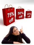 мешки указывая женщина покупкы Стоковые Изображения RF
