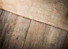 Мешковина и деревянная предпосылка текстуры стоковое фото rf