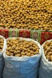 Мешок всех грецких орехов с трудными ореховыми скорлупами Стоковые Фотографии RF