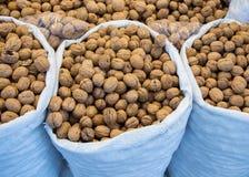 Мешок всех грецких орехов с трудными ореховыми скорлупами Стоковое Изображение